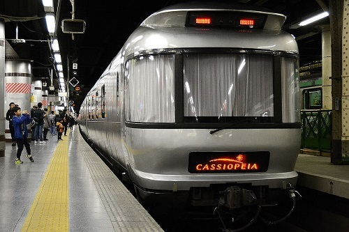 Cassiopeia_sleeping_car_at_ueno_station.jpg