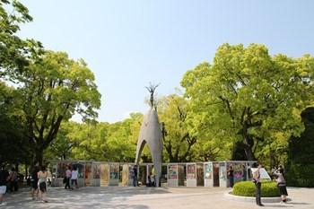 4/30 原爆の子の像と折鶴