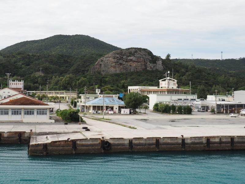 伊平屋島と虎頭岩