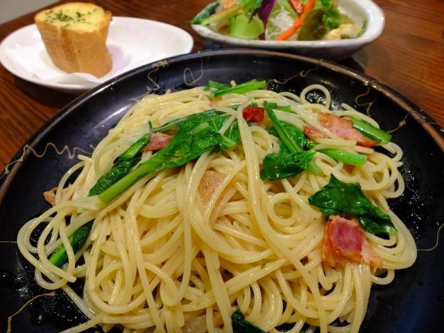 瀬里奈の青菜とベーコンのペペロンチーノ