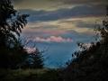 丘の向うの空