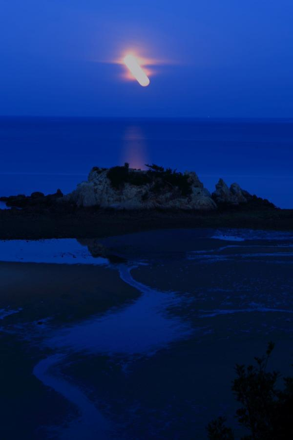 月の沈むとき