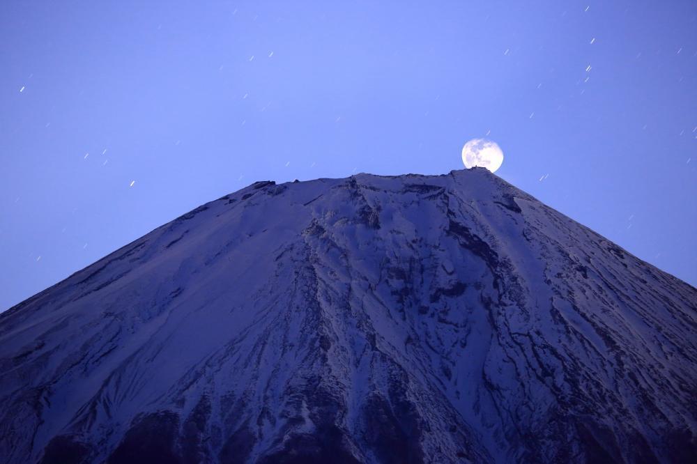 月昇る富士