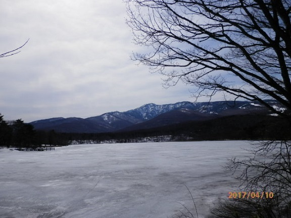 バラギ湖よりの四阿山