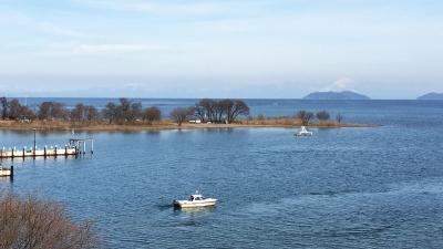 琵琶湖大橋西詰めから眺めた北湖(2月22日12時頃)