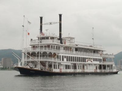 琵琶湖汽船の観光船ミシガン