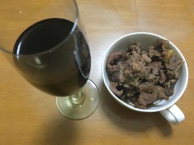鹿筋肉の旨煮と赤ワイン