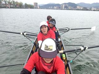 琵琶湖漕艇場で練習に励むBLクラブのメンバー