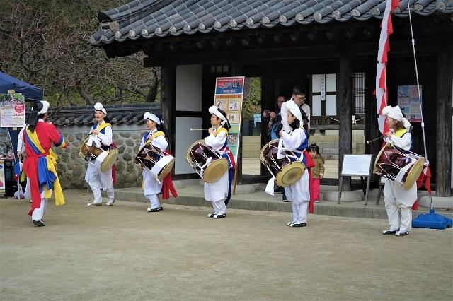 2017三ッ池公園コリア庭園で披露された農楽の踊り(1)