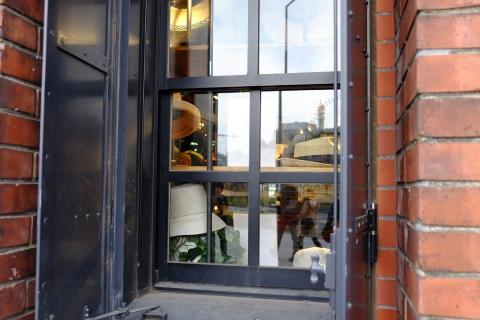 12赤レンガ倉庫窓