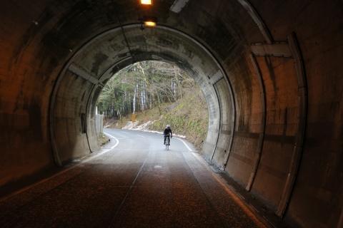 06裾花渓谷へトンネル