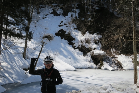 08白馬村へDH氷結した池
