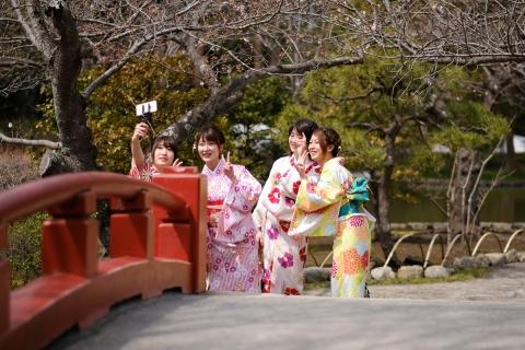 07鶴岡八幡宮自撮りガール