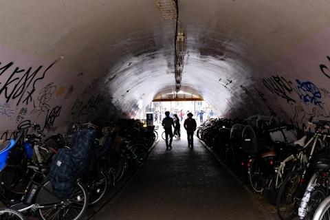 04ガード下の自転車