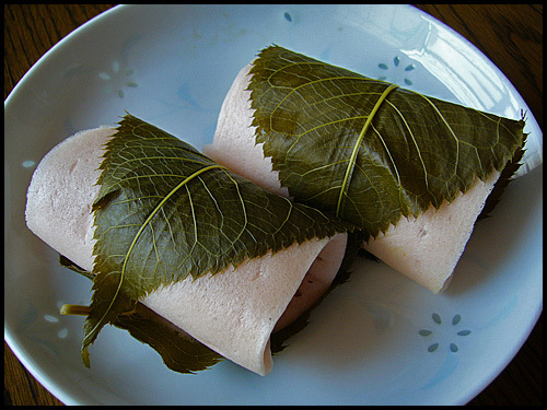 A_rice_cake_filled_with_sweet_bean_paste_and_wrapped_in_a_pickled_cherry_leaf,katori-city,japan-blog