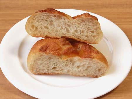 畑から育てるパン & BREAD イル・リコッターロのチーズパン