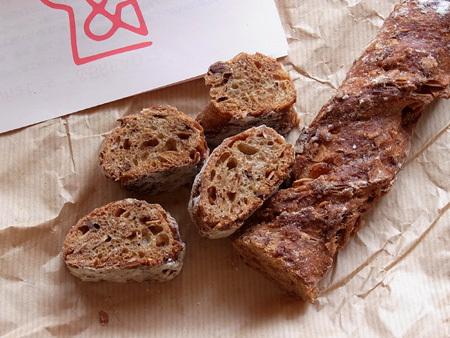 自家製グラノーラパン &BREAD