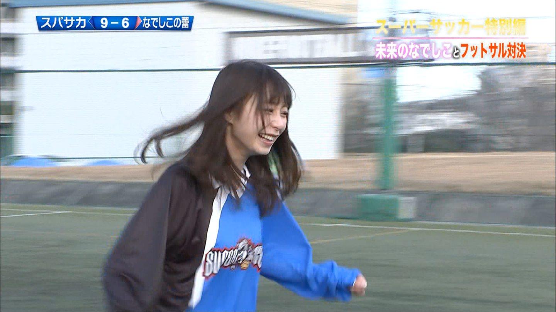 未来のなでしことフットボール対決をする宇垣美里