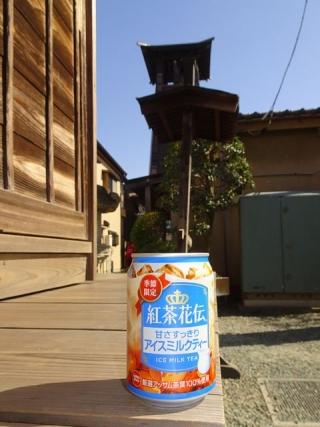 紅茶花伝アイスミルクティー (1)
