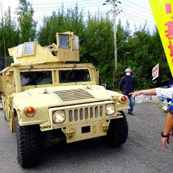 C4xFIcbVMAEu6g6米軍車両は