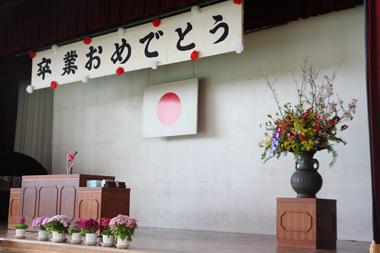 卒業式 少学校 中学校 演台花 豊川 花屋 花夢