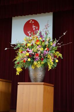 中学校 卒業式 演台花 豊川 花屋 花夢