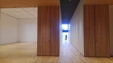 美術館木の通路