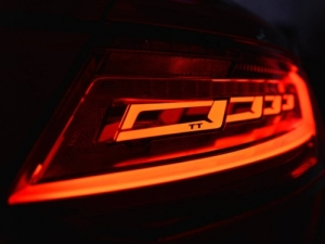 Audi_TT_OLED_talelamp_image1.jpg