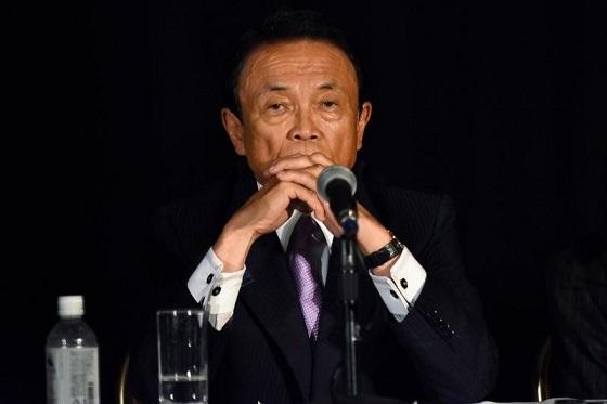 2月15日、麻生太郎副総理兼財務相は衆院財務金融委員会に出席し、米連邦準備理事会(FRB)が仮に今年3回利上げすれば「資本流出で新興国経済にリスク。アジアの国などきついことになる」と指摘した。写真は昨