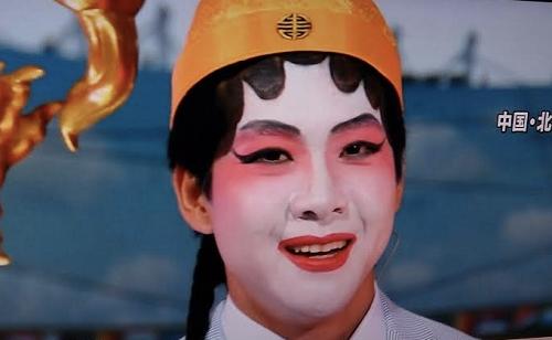 2015年8月20日、「あさチャン」のスポーツコーナーで、世界陸上2015北京の取材で、現地に行ってる石井アナが中国 京劇のメイクをして出てきました。
