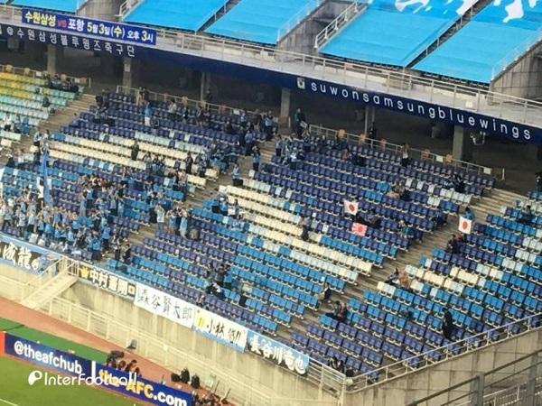 川崎のサポーター 韓国で旭日旗を掲げ 没収される川崎F、旭日旗問題で1試合無観客試合の処分 1年の執行猶予付き
