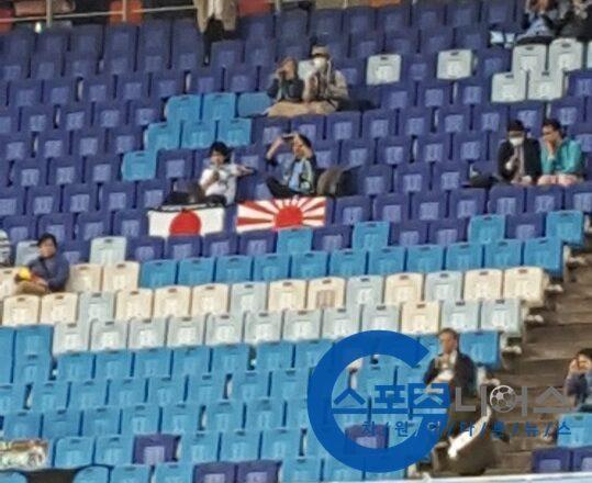 川崎のサポーター 韓国で旭日旗を掲げ 没収される