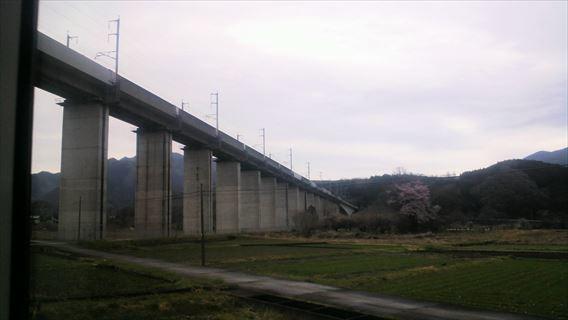 新幹線と交差