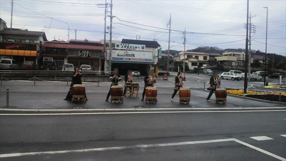中之条駅前の太鼓の演奏