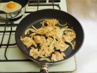 玉ねぎソースで豚丼06