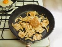 玉ねぎソースで豚丼07