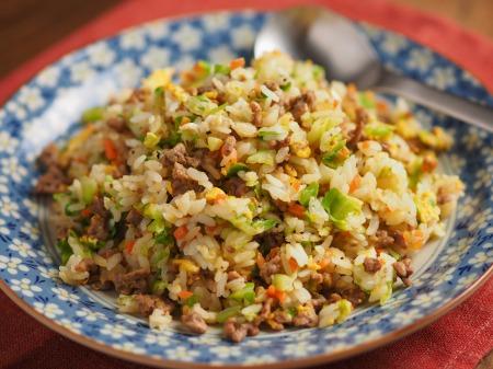 キャベツと合い挽き肉の焼飯23