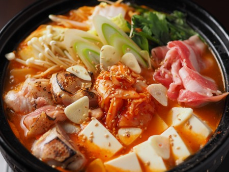 炙り鶏肉と豚バラのキムチ鍋14