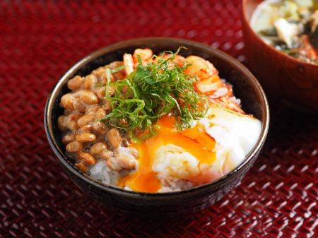 温泉卵でキムチ納豆TKG08