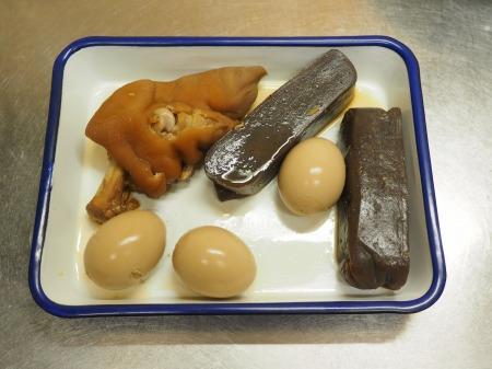 お茶っ葉燻製、煮玉子、豚足25