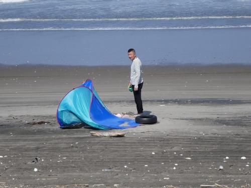 20170429 強風でテントが持っていかれそう