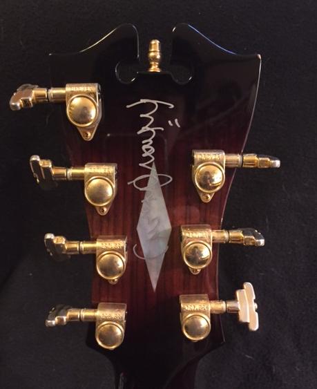 鈴木康博さんによるギターへのサイン