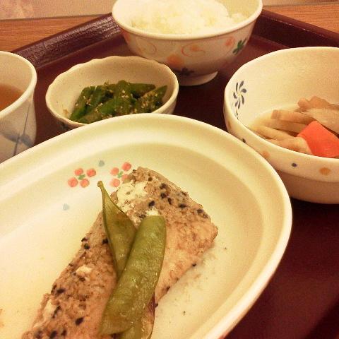 2016年10月29日(土) 夜ご飯 バランスが取れてて良いお食事(* ^ー゜)ノ