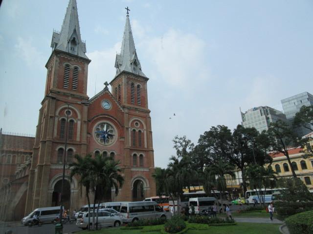 中央郵便局と聖母マリア教会