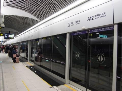 A12駅ホーム