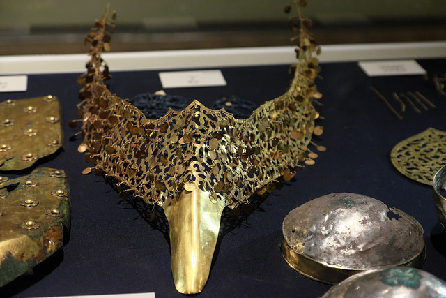 ・004金鳥翼形冠飾