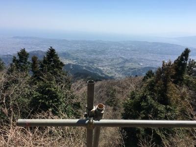 大山登山3山頂から湘南を望む