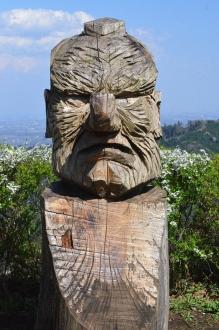 小仏城山頂上の木彫像