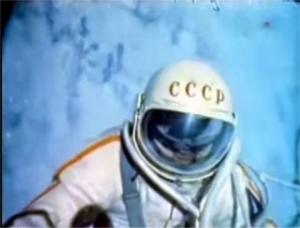 史上初の宇宙遊泳