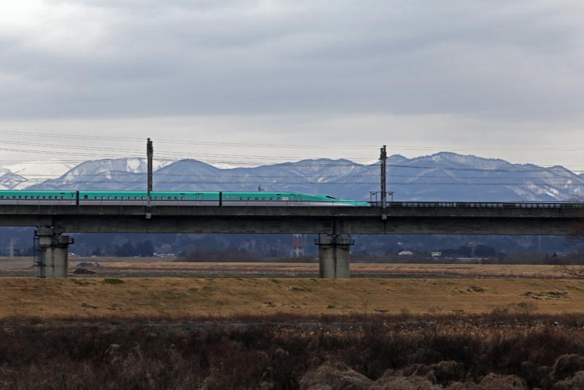 20170222舞川北上川陸橋を通過する新幹線